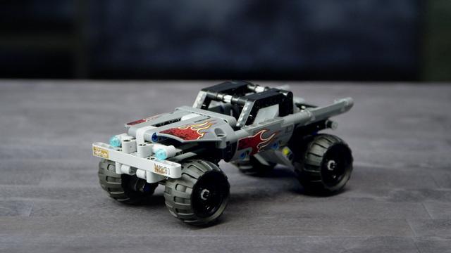 LEGO Technic - Fluchtfahrzeug 42090 Video 3