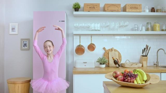 Bosch - VarioStyle - Der erste Kühlschrank, der seine Farbe ändern kann Video 7